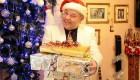 عشق و ازدواج این مرد با درخت کریسمس