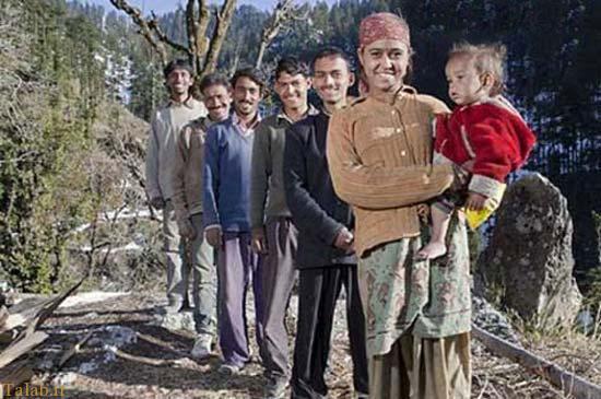 زنی که با 5 شوهرش زندگی میکند (+عکس)