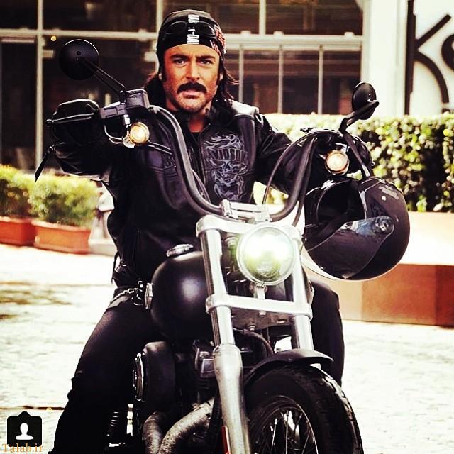 محمد رضا گلزار سوار بر موتور سیکلت (عكس)