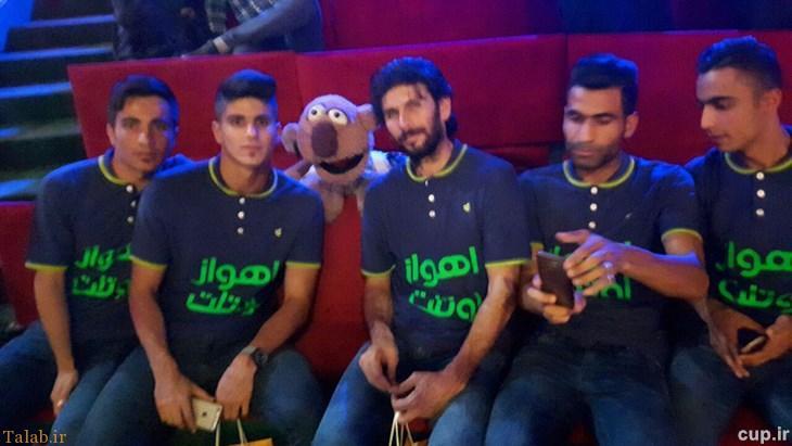 بازیکنان استقلال خوزستان در کنار جناب خان + عکس