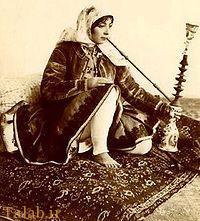 عکسی قدیمی از قلیان سرای سیار در زمان قاجار