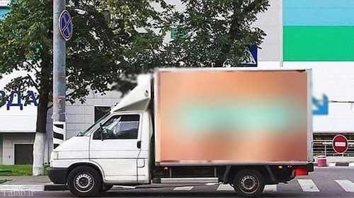 عکس عریان پشت کامیون موجب تصادف شد! (عکس)