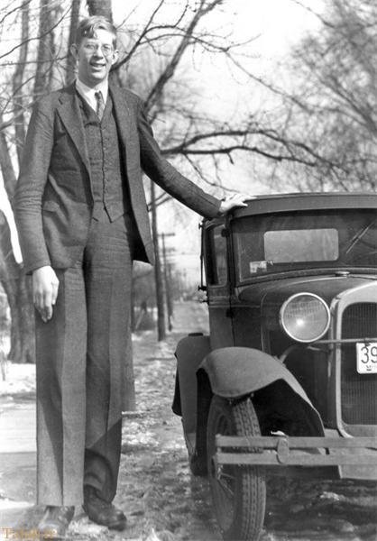مرد 3 متری بلندقدترین انسان + تصاویر