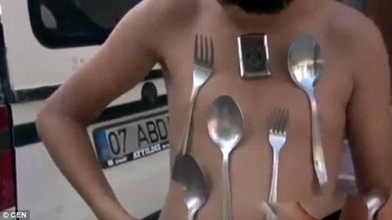 پسری عجیبی که بدنش آهنربایی است + تصاویر