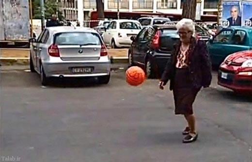 هنرنمایی دیدنی یک پیرزن با توپ (عکس)
