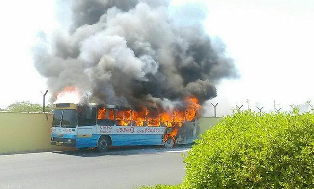 آتش گرفتن اتوبوس شهری در بوشهر + عکس