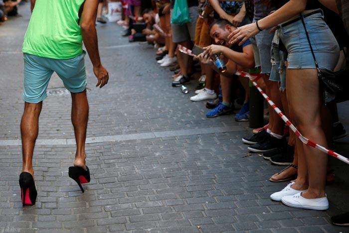 عکس های دیدنی از مسابقه دو با کفش پاشنه بلند