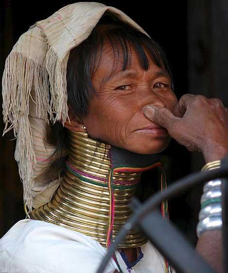 زنان عجیب گردن زرافه ای در تایلند !+ تصاویر