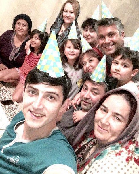 سردار آزمون در جشن تولد پدر در کنار خانواده + عکس