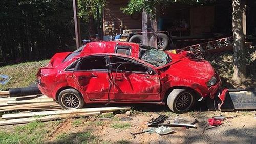 پدر عصبانی ماشین دخترش را اینطور نابود کرد (+عکس)