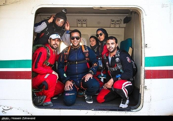 تصاویری پرش دختر و پسر های شجاع تهرانی از آسمان تهران