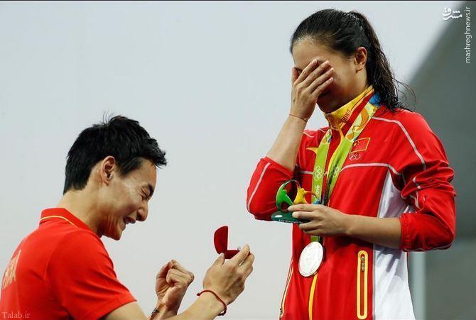 خواستگاری از قهرمان المپیکی روی سکوی مدال + عکس