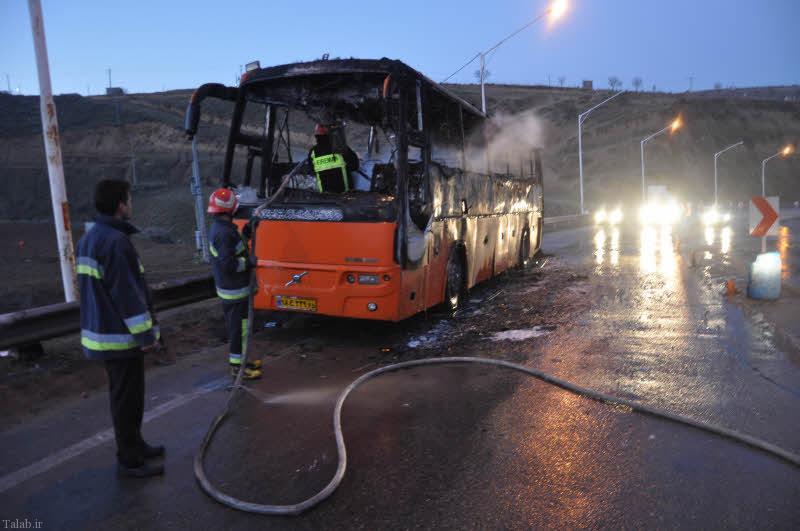آتش گرفتن امروز اتوبوس با 40 سرنشین در اتوبان قم (+عکس)