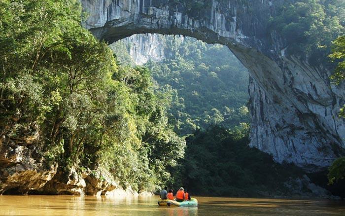 بزرگترین پل طبیعی جهان در چین 138 متر(+عکس)