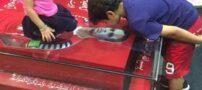 حضور فرزندان هادی نوروزی بر سر مزار پدر (عکس)
