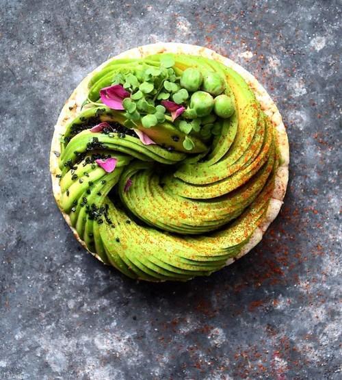 عکس های دیدنی از تزیین جالب غذا با آووکادو