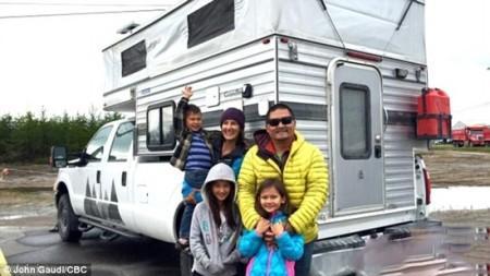 داستان خانواده ای که همیشه در سفر هستند (+عکس)