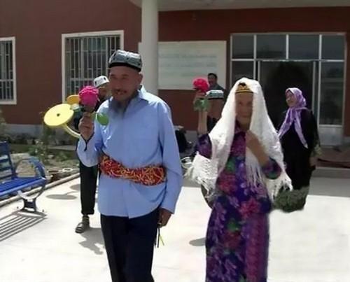 پیرمرد 70 ساله با معشوقه 115 ساله خود ازدواج کرد (+عکس)