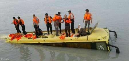 سقوط اتوبوس مسافری در ساحل قشم (+عکس)