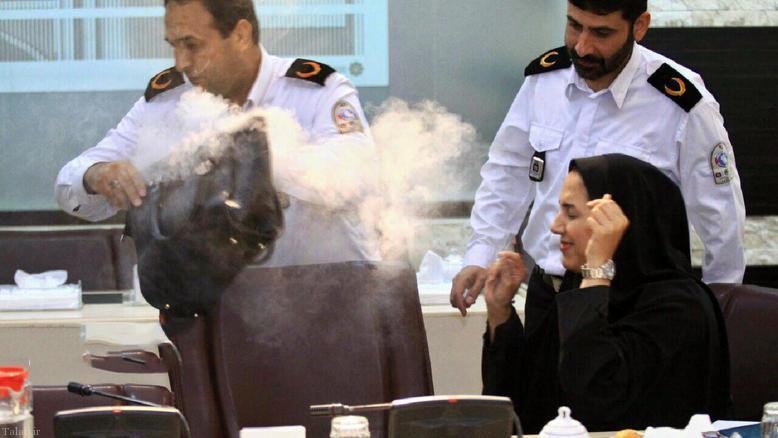 انفجار غیر منتظره در نشست خبری آتش نشانی(+عکس)