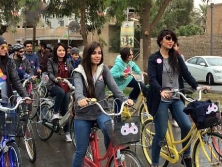 عکس های دوچرخه سواری دختران زیبای عراقی
