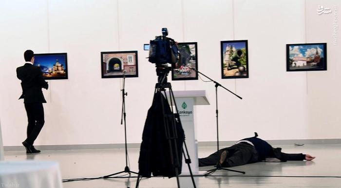 لحظه ترور سفیر روسیه در ترکیه از زاویهای متفاوت !+ تصاویر