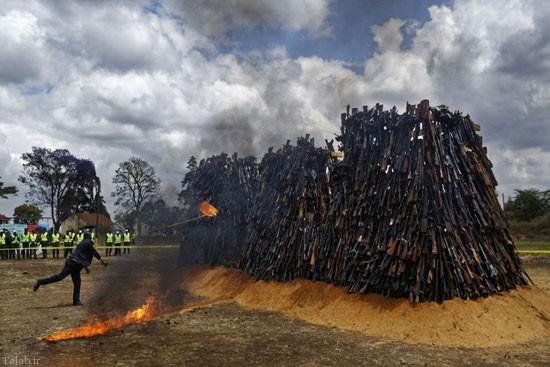 تصاویر دیدنی از آتش زدن سلاح های انبوه در کنیا