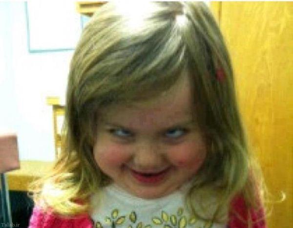 سوتی خنده دار مجری زن با مژه های مصنوعی (عکس)