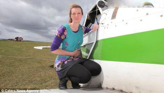 زنی که عاشق پرواز در آسمان است ( عکس)