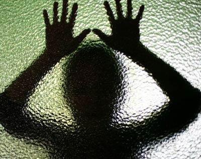 تجاوز مردی شوم به منشی باکره در خانه (+18)