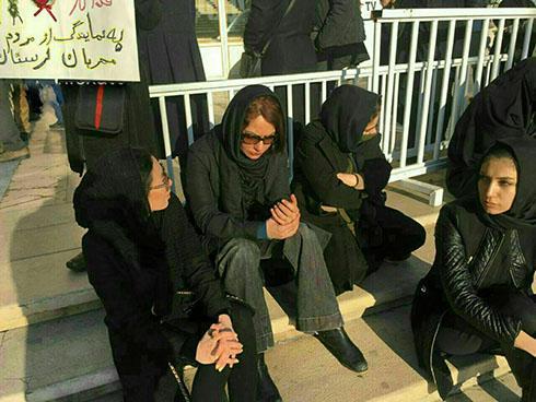 حضور غمگین مهناز افشار در مراسم وداع با آتش نشانان پلاسکو + عکس