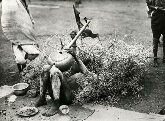 تصاویر قدیمی از کارهای عجیب و جالب مرتاض ها
