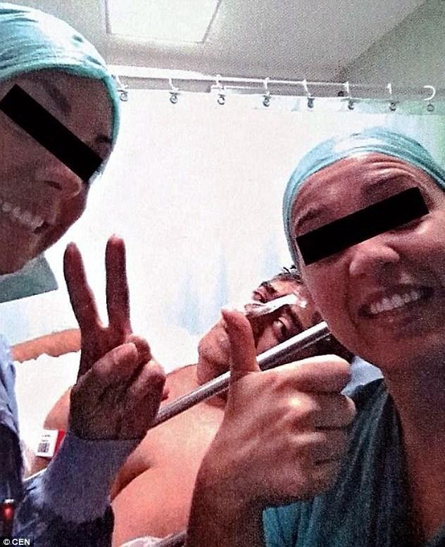 سلفی با بیماری که در آخر موجب به مرگ بیمار شد سوژه شد + عکس