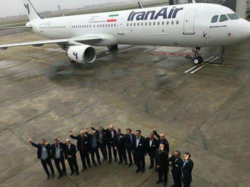 نخستین هواپیمای ایرباس بعد از 35 سال وارد خاک ایران شد + عکس