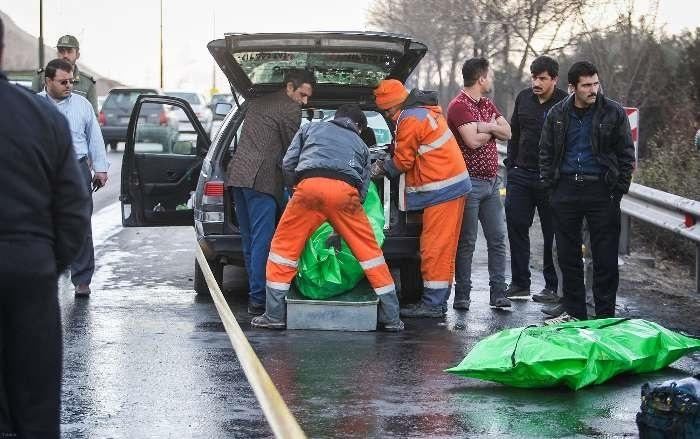 انفجار خودرو سواری ۴۰۵ در بزرگراه اصفهان (عکس)
