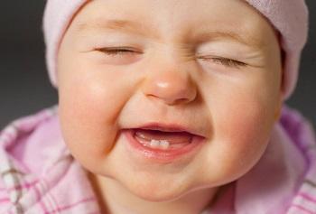 ایده های مناسب برای کم کردن درد در رویش دندان نوزاد