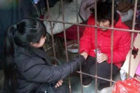 این زن بیش از ده سال در جنگل زندانی شده بود + عکس