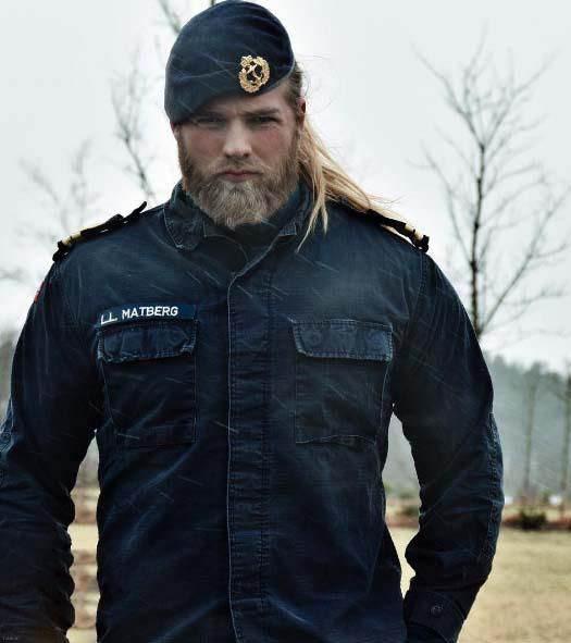 با خوشگل ترین افسر پلیس مرد دنیا بیشتر آشنا شوید ! + عکس