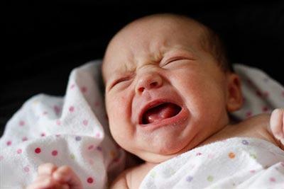 علت های مختلف از ناراحتی و گریه های نوزادان