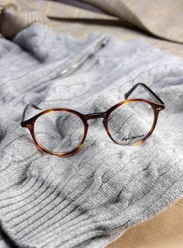 معرفی انواع عینک های طبی شیک مردانه و زنانه محصول 2017