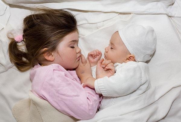 موثر واقع شدن لالایی مادر برای خواب نوزاد