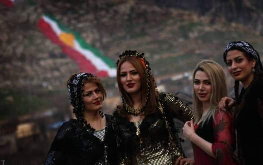 مراسم مختلط عید نوروزی در کردستان (+تصاویر)
