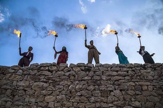 عکس های دیدنی از شادی و آتش بازی خانواده های کرد ایران