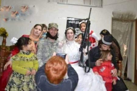 تصاویر لو رفته از شب زفاف عروس و داماد داعشی