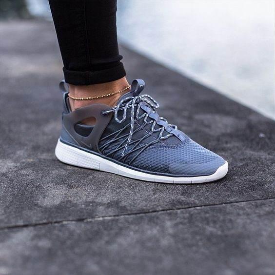 معرفی انواع کفش های دخترانه اسپرت در بهترین برندهای 2017