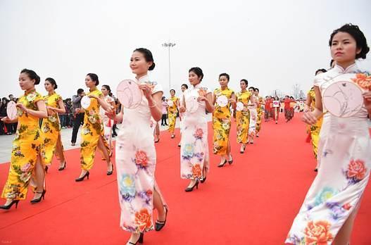 تصاویری دیدنی از جشن زنان چینی در روز زن