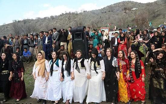 مراسم و رقص های خاص پسران و دختران مریوانی در نوروز (+تصاویر)