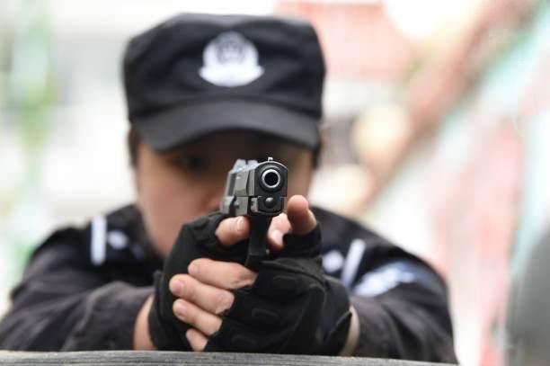 تصاویری از تمرین دختران پلیس و نظامی چینی