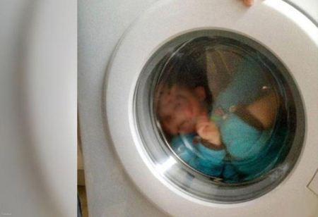 مرگ درد آور دو قلو های سه ساله در ماشین لباسشویی (عکس)