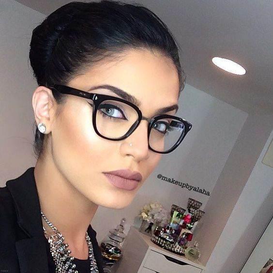 معرفی انواع عینک طبی های زنانه ویژه عید نوروز 98